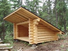 Simple plans to build backyard sheds are typical single storey configuration that is placed in the back of the garden that is used to store various equipment used for gardening. Small Log Cabin, Tiny House Cabin, Tiny House Design, Cabin Homes, Log Homes, Survival Shelter, Camping Survival, Outdoor Survival, Camping Pod