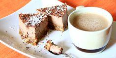 Che ve lo dico a fare? Questa cheescake crudista al cioccolato è la fine del mondo. C'è pure il cappuccino. Perché non addentrarsi nel mondo del crudismo e alimentarsi con delizie come questa? Raw choccolate cheescake. http://ht.ly/xF5O0 #crudismo #cheescake #vegan
