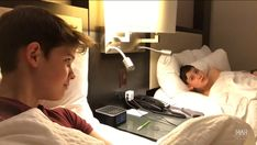 Max and Harvey hotel bed USA