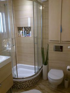 Corner Tub Shower Combo, Bathroom Tub Shower, Small Bathroom With Shower, Tiny House Bathroom, Bathroom Layout, Modern Bathroom Design, Bathroom Interior Design, Bathroom Showrooms, Shower Cabin