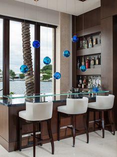 Barek na alkohol z niesamowitym widokiem czyli jak urządzić mini-bar, barek przy oknie w Twoim domu! Zapraszam po pozostałe inspiracje na bloga Pani Dyrektor - zainspirujcie się niezwykłym designem! P.S. nie zapominajcie o wprowadzeniu do aranżacji Waszego mini-baru odpowiednich dodatków, np. ciekawych lamp ;]