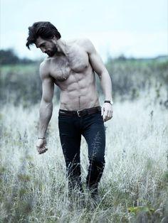Shirtless, hot, with a beard, walking through grass. Yum, doesnt take much. Hairy Men, Bearded Men, Hugh Jackman Shirtless, Hugh Wolverine, Jarrod Scott, Hugh Michael Jackman, Black Hair Boy, Make Love, Hommes Sexy
