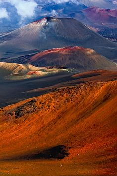 Colorful cinder cones within Haleakala Crater on Maui, Hawaii. Photo by Rob DeCamp.