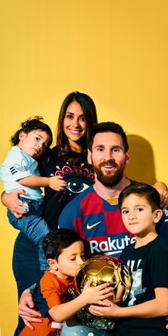 Hot Football Fans, Football Boys, Lionel Messi Barcelona, Barcelona Soccer, Messi And Ronaldo, Cristiano Ronaldo, Neymar, Messi And His Wife, Messi Life