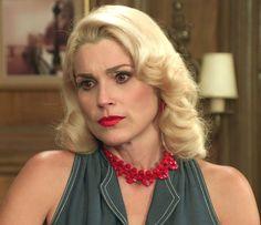 Sandra envenena Anastácia dizendo que Candinho a beijou (Foto: TV Globo)