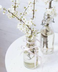 Great things are done by a series of small things brought together.  Vincent Van Gogh  Także działam... #kwiaty #wiosnoprzybywaj #instamatki #instamatkikielce #wiosna #kwiaty #floweraddict #kwiatoholiczka #white #whiteflowers #homedecoration #home #decor #purewhite