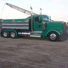 green kw Big Rig Trucks, Dump Trucks, Cool Trucks, Train Truck, Tow Truck, Custom Big Rigs, Custom Trucks, Peterbilt Trucks, Peterbilt 379