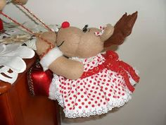 RENITOS COLGANDO Reindeer Craft, Merry Christmas, Christmas Ornaments, Doll Patterns, Teddy Bear, Diy Crafts, Dolls, Wallpaper, Holiday Decor