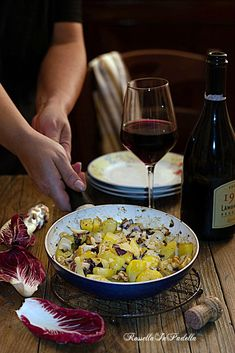 Patate con gorgonzola, radicchio e noci Cobb Salad, Acai Bowl, Breakfast, Food, Acai Berry Bowl, Morning Coffee, Essen, Meals, Yemek