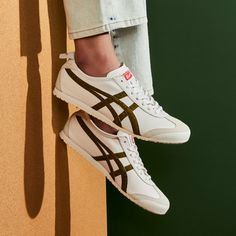 Onitsuka Tiger Women Outfit, Onitsuka Tiger Mens, Onitsuka Tiger Mexico 66, Tiger Shoes, Sneaker Outfits Women, Winter Wear, Asics, Personal Style, Shoes Sneakers
