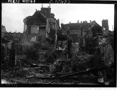 Compiègne : ruines et dégâts place du Marché : [photographie de presse] / Agence Meurisse | Gallica