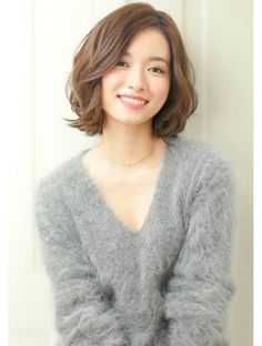 korean hair trends 2020 Long pixie If you're trying to find a classy cut that emphasizes your V-line (jawline), this short korean hairstyle should do the Korean Hair Dye, Korean Hair Color, Korean Short Hair, Korean Bob, Black Korean, Medium Short Hair, Short Hair With Bangs, Short Hair Cuts, Medium Hair Styles