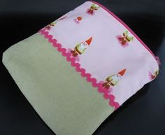 Gnome fabric into a pouch Gnomes, Pouch, Sewing, Fabric, Bags, Tejido, Handbags, Dressmaking, Tela