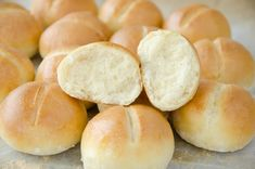 Puszyste i bardzo smaczne bułeczki mini, bardzo łatwy przepis, błyskawiczne wykonanie. Spróbujcie, a pokochacie je od pierwszego zjedzenia! Bread Recipes, Snack Recipes, Cooking Recipes, Snacks, Mini Hamburger, My Favorite Food, Favorite Recipes, Polish Recipes, How To Make Bread