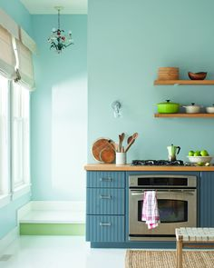 The Best Kind of Paint for Painting Kitchen Cabinets Kitchen Improvement Resources (ADVANCE® Waterborne Interior Alkyd Paint, by Ben Moore) Colores Benjamin Moore, Benjamin Moore Colors, Wooden Kitchen Cabinets, Painting Kitchen Cabinets, Blue Cabinets, Kitchen Wood, Kitchen Decor, Kitchen Colour Schemes, Kitchen Colors
