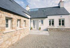 Modern Bungalow Exterior, Bungalow House Design, Farmhouse Design, Modern Farmhouse, House Designs Ireland, House Front Door, Front Doors, Cottage Porch, Rural House