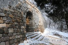 《우리 민족끼리》 - 모란봉의 성벽
