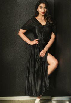 Shriya Saran teases in Black - South Indian Cinema Magazine South Indian Actress Hot, Indian Bollywood Actress, Bollywood Actress Hot Photos, Indian Actress Hot Pics, Bollywood Girls, Beautiful Bollywood Actress, Beautiful Actresses, Beautiful Celebrities, Beautiful Girl Indian