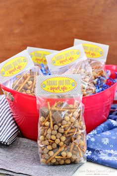Kibbles & Bits Snack Mix {with FREE Printable} - Rebecca Gilbert - Kibbles & Bits Snack Mix {with FREE Printable} Enjoy watching the new The Secret Life of Pets movie with this easy to make Kibbles & Bits Snack Mix with a FREE Printable! Puppy Birthday, Animal Birthday, 2nd Birthday, Cute Snacks, Dog Snacks, Pets Movie, Movie Night Snacks, Preschool Snacks, Birthday Party Tables