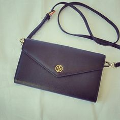 """Tory Burch patent leather envelope wallet bag Brand new never worn, comes with dust bag and gift bag.  Approximately 11x6x2"""". Patent leather safiano with gold Tory logo. Perfect for daily wear and also going out at night. This will fit iphone 6 plus or samsung notes. 4 bill folds and 8 card slots with 1 zip coin compartment. I put a high price so that I can droptl it for you. Tory Burch Bags Crossbody Bags"""