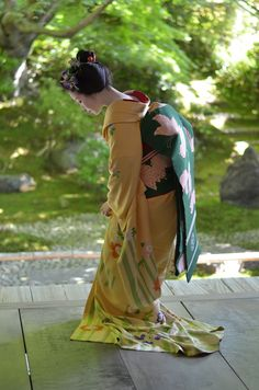 https://flic.kr/p/WdcUBc | Maiko_20170528_61_9 | 【Maiko, May 28, 2017】 Maiko is Tomitsuyu. Shooting location is Eishoin Temple. Photo by ysk.