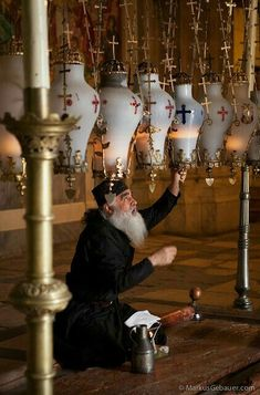 Greek Orthodox priest changing oil in lamps at the Church of the Holy Sepulchre in Jerusalem, Israel Orthodox Priest, Orthodox Christianity, Israel Palestine, Jerusalem Israel, We Are The World, People Around The World, Holy Land, Place Of Worship, Ikon