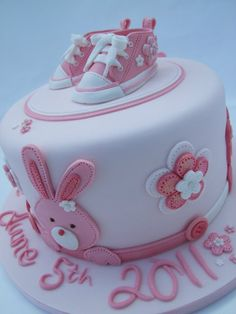 Shoe cake. Birthday Cakes For Teens, Baby Birthday Cakes, Cupcakes, Cupcake Cakes, Baby Christening Cakes, Fondant Baby Shoes, First Communion Cakes, Baby Bash, Girl Cakes