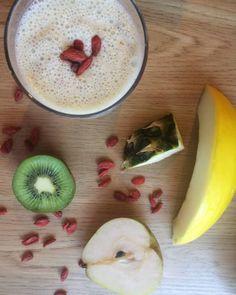Smoothie: gruszka, melon, ananas, kiwi, jagody goji