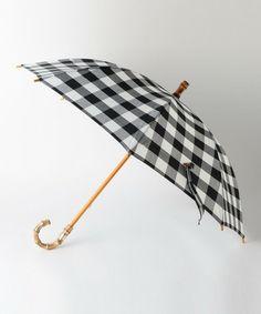 --UNITED ARROWS | UBBT チェック 晴雨兼用 ショート 傘-- UNITED ARROWSオリジナルでお作りした、晴雨兼用の傘。ショート丈のコンパクトさが持ち運びしやすいアイテムです。ハンドルや石突き(先端部)、露先、ボタンなどのデザインもこだわり、味わい深いぬくもりが漂う仕上がり。手に持つだけでも華やかなポイントとなり、爽やかなコットン生地がナチュラルな雰囲気を演出してくれます。ギフトにもおすすめ。店舗へお問い合わせの際は、全国のUNITED ARROWS 各店舗まで下記の品名/品番をお申し付け下さい。品名:UBBT CHK SHORT SEIU 品番:17426990774