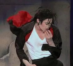 Michael Jackson - Earth Song in concert Jackson Music, Jackson 5, Michael Jackson Fotos, You Give Me Butterflies, Earth Song, Make Smile, King Of Music, Music Heals, Give It To Me