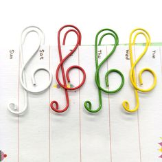 Cheap stationery clips, Buy Quality paper clip metal directly from China memo clip Suppliers: Colorful Music Paper clips Metal Bookmarks folder Memo clips School office Stationery clip JUGAL Easy Crafts To Sell, Diy Crafts For Gifts, Diy Arts And Crafts, Paperclip Crafts, Wire Crafts, Wire Bookmarks, Metal Paper Clips, Cool School Supplies, Ideias Diy