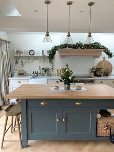 Christmas // Our House Decorated for Christmas, 2018 – Roses and Rolltops – Livingroom WOW – Living Room Ideas Open Plan Kitchen Living Room, Kitchen Dining Living, Home Decor Kitchen, Interior Design Kitchen, New Kitchen, Home Kitchens, Kitchen Ideas, Kitchen Island Ideas Uk, Kitchen Island Butcher Block