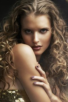 Romantic Centre Parted Hair with Sultry Curls
