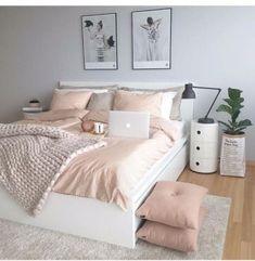 50 pink bedroom decor that you can try rosa Schlafzimmer Dekor, das Sie selbst. Pink Bedroom Decor, Home Bedroom, Pastel Bedroom, Bedroom Themes, Bedroom Yellow, Bedroom Goals, Design Bedroom, Bedding Decor, Bedding Sets