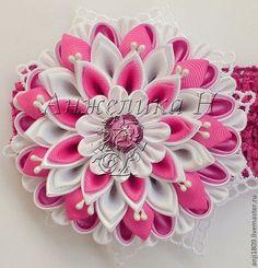Купить или заказать Повязка для волос с цветком-канзаши в интернет-магазине на Ярмарке Мастеров. Цветок сделан из атласной и репсовой ленты, в японской технике kanzashi, такой цветок хорошо будет смотреть не только как украшение для волос, а также в виде броши или на п… Fabric Origami, Kanzashi Flowers, Fabric Flowers, Ribbon Flower, Flower Tutorial, Baby Headbands, Crafts, Head Bands, Inspiration