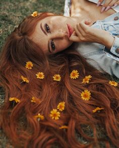 The Most Easy and Pretty Long Hairstyles for Women - Page 7 of 20 - My list of women's hairstyles Portrait Photography Poses, Girl Photography Poses, Creative Photography, Spring Photography, Instagram Pose, Insta Photo Ideas, Creative Portraits, Aesthetic Photo, Photoshoot Inspiration