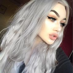 """So obsessed with my @foxylocks hair extentions in 22"""" platinum blonde (I toned them grey myself) this is there brand new seamless range, you can"""
