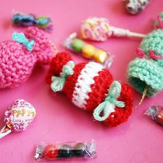 Crocheting with Twinkie Chan! | crochet today