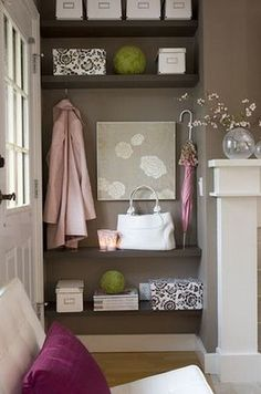 green highlights in a pink & grey space
