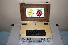 """Der Raspberry Pi ist eine extrem preisgünstige Basis für alle Ideen, die in irgendeiner Form einen Computer brauchen. Wie das Projekt """"LapPi"""" zeigt, kann man sich damit sogar sein eigenes Laptop bauen, auch wenn es in diesem Fall zugegebenermaßen recht ungewöhnlich ist. Eigentlich ist  ..."""