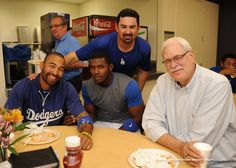 Phil Jackson, Yasiel Puig and Clydesdales. An epic #Dodgers Photo Blog: http://atmlb.com/10xa9Vy  pic.twitter.com/OlkWR8O63N