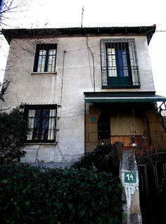 Colonia Primo de Rivera-Ramon y Cajal-3-2007  Situada en el eje de la calle Ramón y Cajal, en las dos aceras y a lo largo de calles paralelas a la principal. Se realizaron 272 viviendas, en la mayor parte de los casos agrupadas en hileras, con jardín a dos fachadas. También algunos pequeños hoteles unifamiliares aislados rodeados de un mínimo jardín.