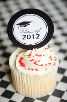 Graduation Cupcakes {Free Printable}