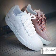 """Deze prachtige Yeye sneakers van het Nederlandse merk NUBIKK zijn van leer en hebben een gave textuur. Ze zijn verkrijgbaar in het """"Wit"""" of """"Oud Roze"""". Shop ze hier ▶︎ http://snkrjg.rs/2lPwkrq Sneakerjagers.nl"""