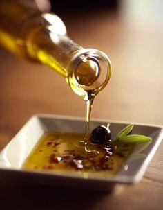 Olive oil and olives Olive Oil Dip, Olive Oil Pasta, Olive Oils, Greek Recipes, Light Recipes, Italian Recipes, Olives, Tapas, Olive Tree