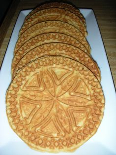 6 eggs 1 c sugar c brown sugar 1 tsp cinnamon 1 tsp ginger tsp cloves c molasses 1 c butter, melted 4 tsp baking powder 4 c flour Mix together the eggs and sugar. Mix in the spices and… Pizzelle Cookies, No Bake Cookies, Cake Cookies, Pizzelle Maker, Cupcakes, Cookie Desserts, Cookie Recipes, Dessert Recipes, Candy Recipes
