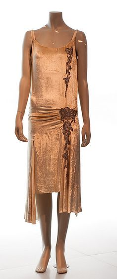 ~Museu Tèxtil i d'Indumentària~  #1920s  #fashion  #eveningwear
