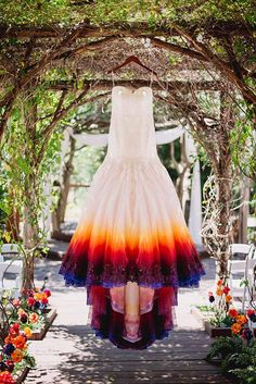 Airbrushed Wedding Dress Bride Makes Ombre Wedding Dress by Airbrushing It and It Looks Awesome Ombre Wedding Dress, Colored Wedding Dresses, Wedding Colors, Wedding Gowns, Rainbow Wedding Dress, Cabin Wedding, Dream Wedding, Pretty Dresses, Beautiful Dresses