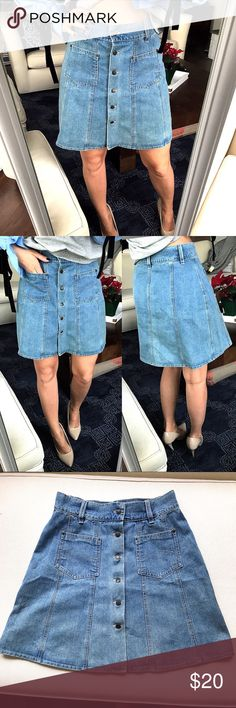 Button Jean Skirt 💙 Like brand new. Measure approximately 18 inches long, 14 inches waste laying flat. No brand or material listed. Button closure. Skirts Midi