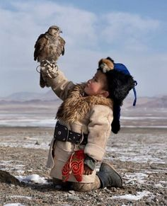 The youngest eagle hunter qazaq boy Dinislam from Mongolia – Michael Ludwig - Baby Animals Funny Kids, Cute Kids, Cute Babies, Precious Children, Beautiful Children, Potnia Theron, Animals For Kids, Cute Animals, Amazing Animals